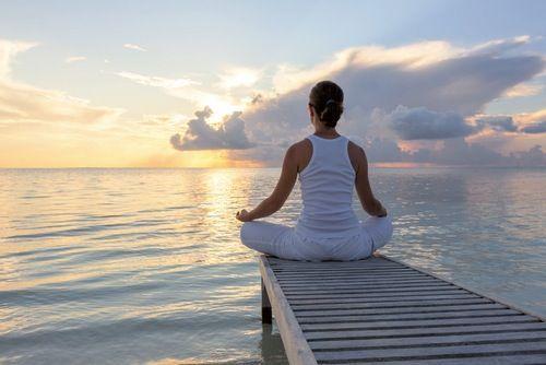 meditación mujer meditando