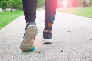 Movimiento intermitente: beneficios de caminar mucho y seguido