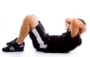 Por qué hacer abdominales no quema grasa en el abdomen (y una mejor alternativa)
